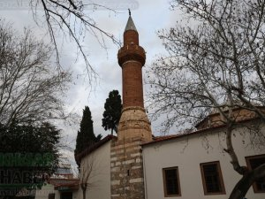 Depremde zarar gören Akhisar Paşa Camii geçici olarak ibadete kapandı