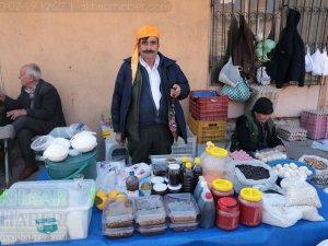 Akhisar'da Çarşamba günleri kurulan köylü pazarından objektiflerimi