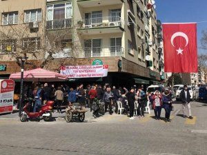 Akhisar'da 43 sokak esnafından şehitler adına hayır