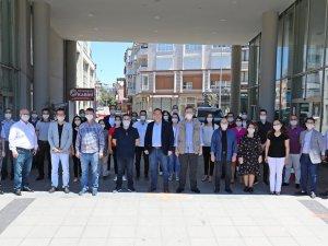 Akhisar Belediyesi 65 yaş üzeri vatandaşların bayramını kutladı