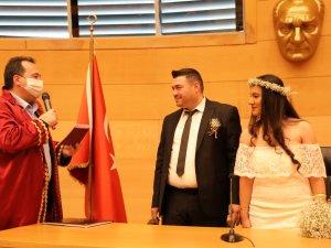 Başkan Besim Dutlulu 2 çiftin nikahını kıydı