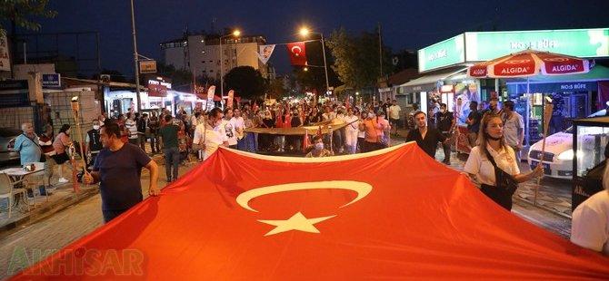 CHP Akhisar İlçe Teşkilatından Zaferin 99.yılında özel fener alayı