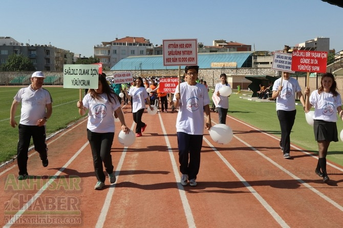 Akhisar'da Obezite'ye karşı hareketli yaşam yürüyüşü yapıldı galerisi resim 13