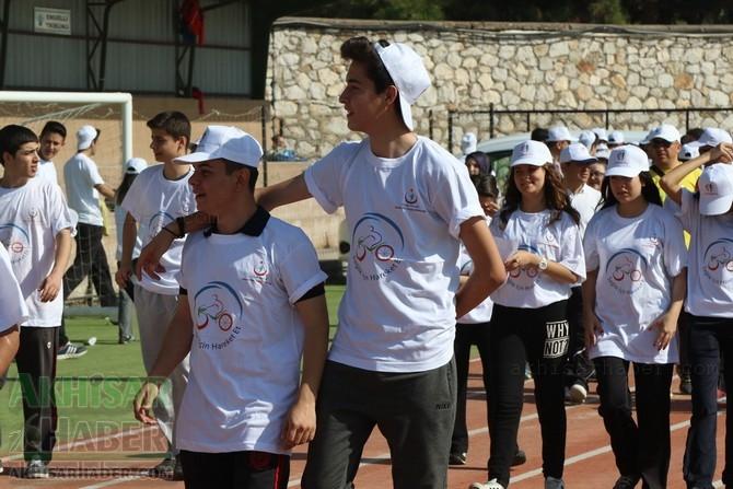 Akhisar'da Obezite'ye karşı hareketli yaşam yürüyüşü yapıldı 14