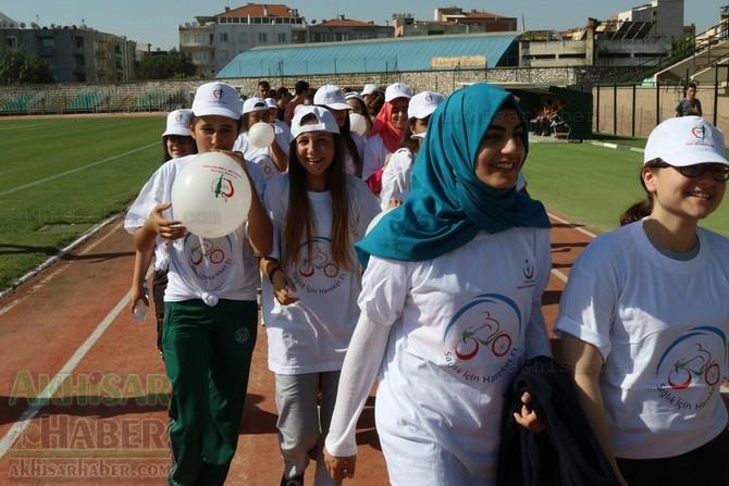 Akhisar'da Obezite'ye karşı hareketli yaşam yürüyüşü yapıldı 16