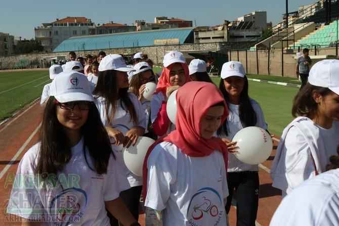 Akhisar'da Obezite'ye karşı hareketli yaşam yürüyüşü yapıldı 17