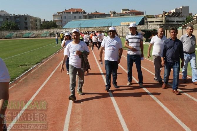 Akhisar'da Obezite'ye karşı hareketli yaşam yürüyüşü yapıldı 25
