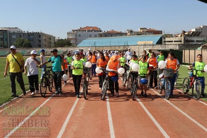 Akhisar'da Obezite'ye karşı hareketli yaşam yürüyüşü yapıldı 27