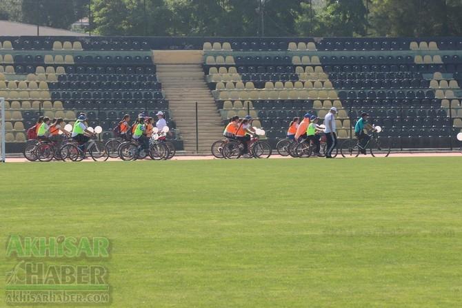 Akhisar'da Obezite'ye karşı hareketli yaşam yürüyüşü yapıldı 29