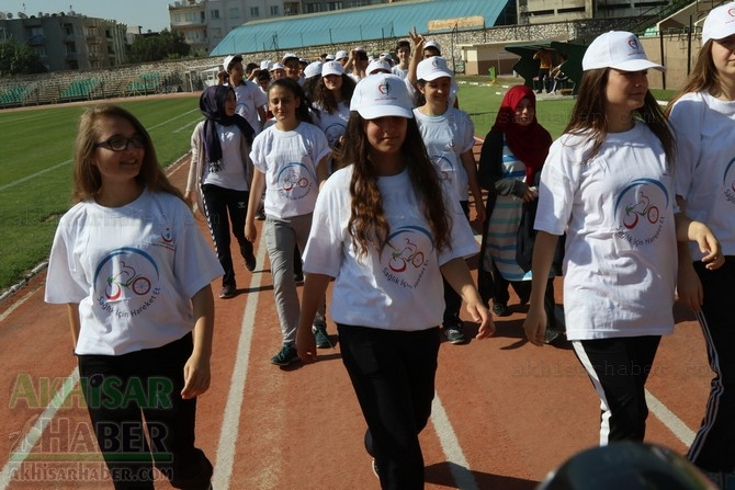 Akhisar'da Obezite'ye karşı hareketli yaşam yürüyüşü yapıldı 35