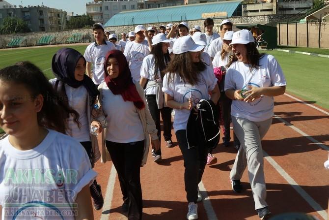 Akhisar'da Obezite'ye karşı hareketli yaşam yürüyüşü yapıldı 36