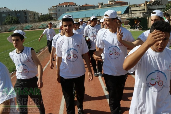 Akhisar'da Obezite'ye karşı hareketli yaşam yürüyüşü yapıldı 37