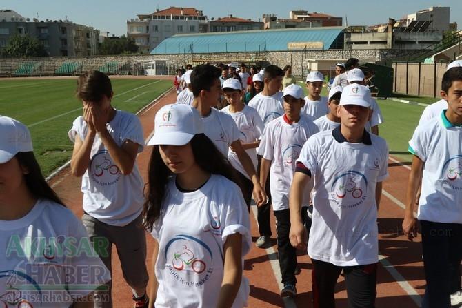 Akhisar'da Obezite'ye karşı hareketli yaşam yürüyüşü yapıldı 39