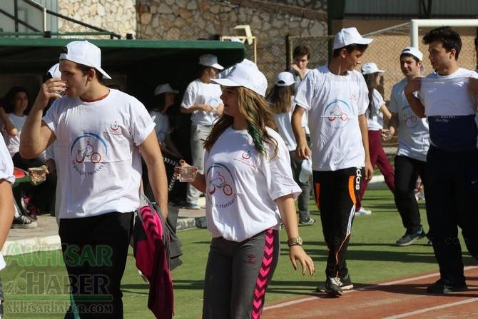 Akhisar'da Obezite'ye karşı hareketli yaşam yürüyüşü yapıldı 6