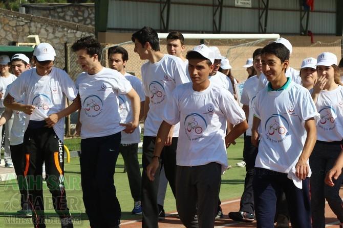 Akhisar'da Obezite'ye karşı hareketli yaşam yürüyüşü yapıldı 7