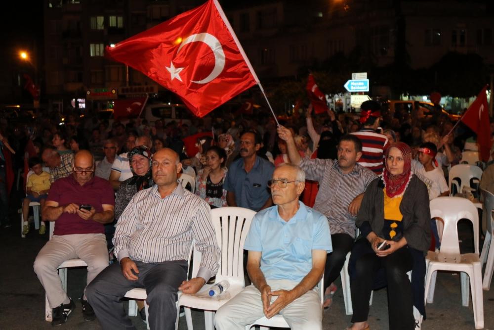 Akhisar'da demokrasi nöbeti 16.gününde de devam ediyor 10