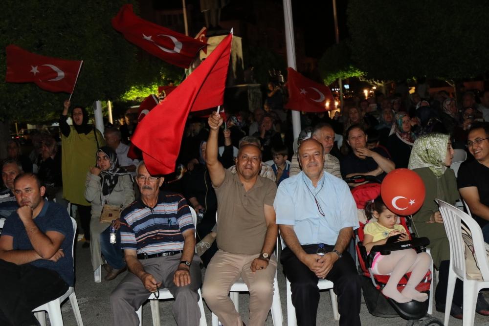 Akhisar'da demokrasi nöbeti 16.gününde de devam ediyor galerisi resim 11