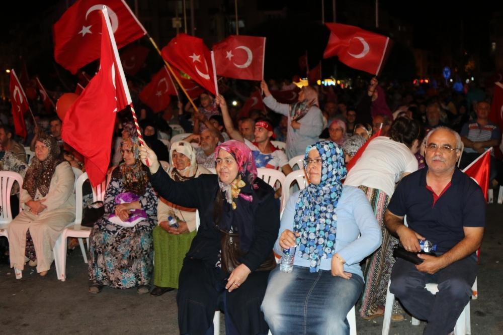 Akhisar'da demokrasi nöbeti 16.gününde de devam ediyor galerisi resim 12