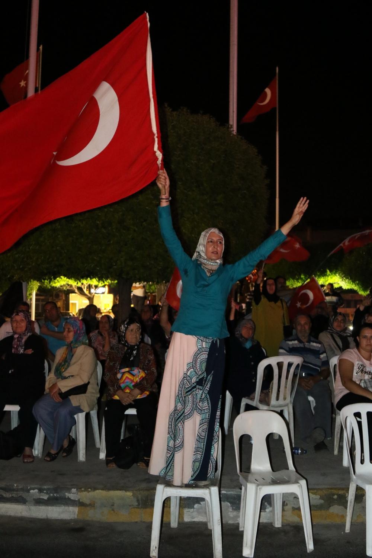 Akhisar'da demokrasi nöbeti 16.gününde de devam ediyor 13