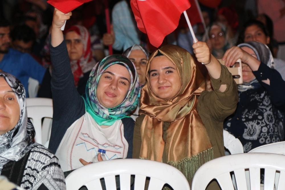 Akhisar'da demokrasi nöbeti 16.gününde de devam ediyor galerisi resim 15