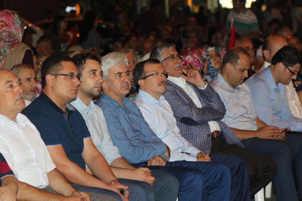 Akhisar'da demokrasi nöbeti 16.gününde de devam ediyor 17