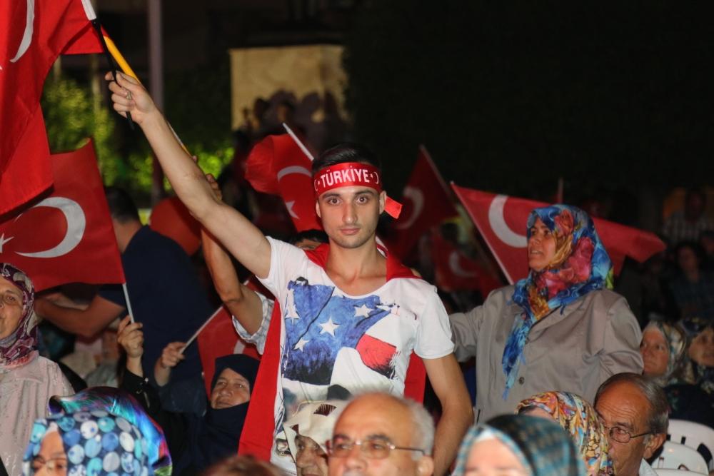 Akhisar'da demokrasi nöbeti 16.gününde de devam ediyor galerisi resim 18