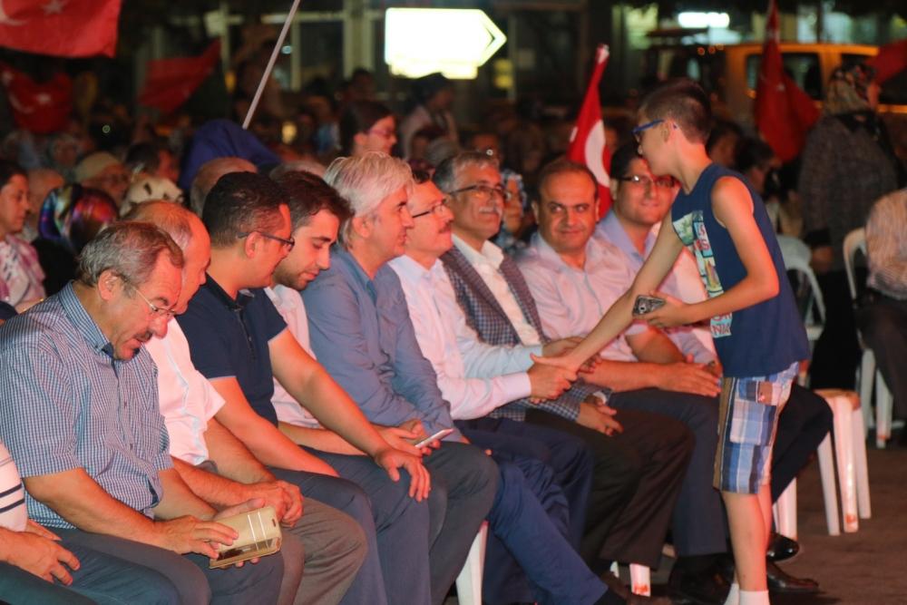 Akhisar'da demokrasi nöbeti 16.gününde de devam ediyor galerisi resim 21