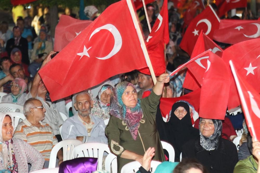 Akhisar'da demokrasi nöbeti 16.gününde de devam ediyor 4