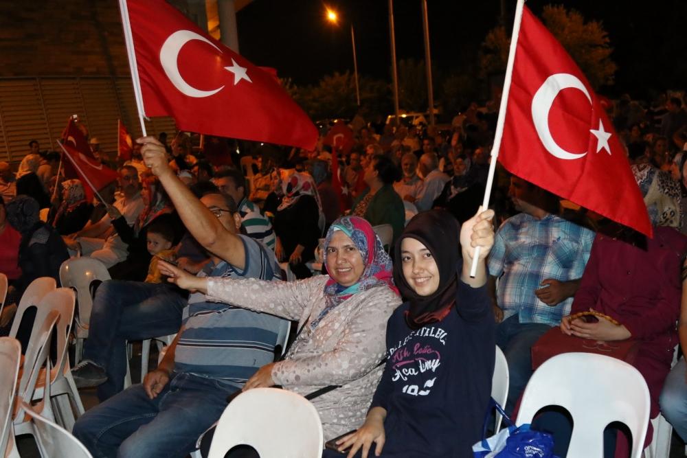 Akhisar'da demokrasi nöbeti 16.gününde de devam ediyor 7