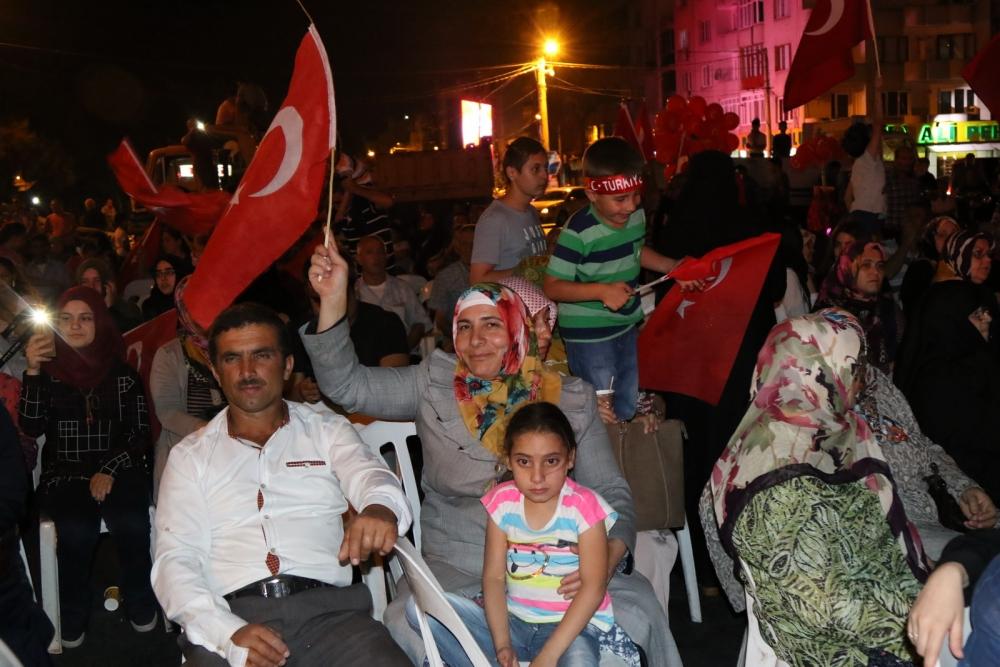 Akhisar'da demokrasi nöbeti 16.gününde de devam ediyor galerisi resim 9