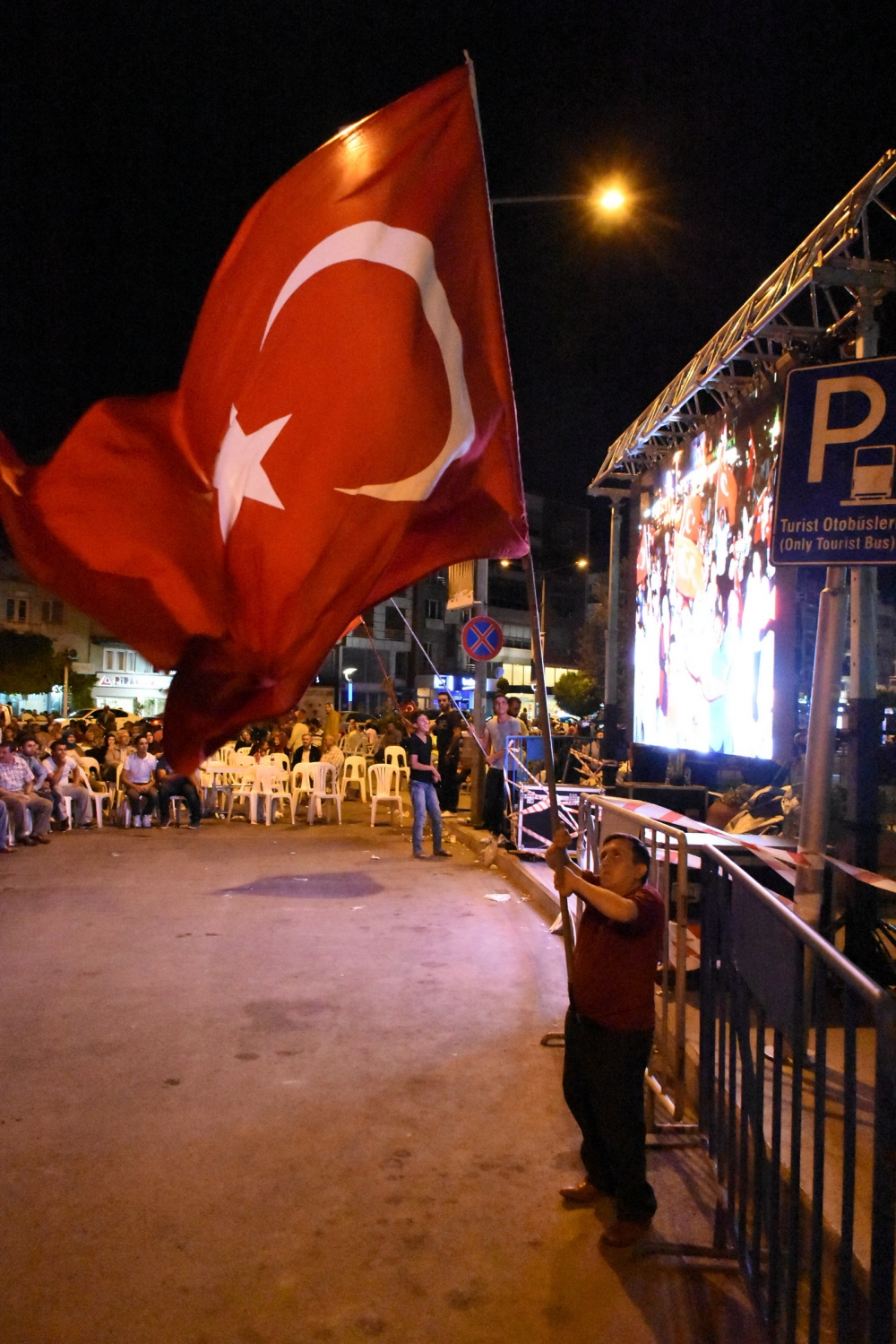 Akhisar demokrasi nöbeti 18. günü 30