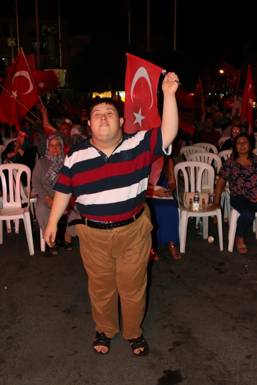 Akhisar demokrasi nöbeti 18. günü 47