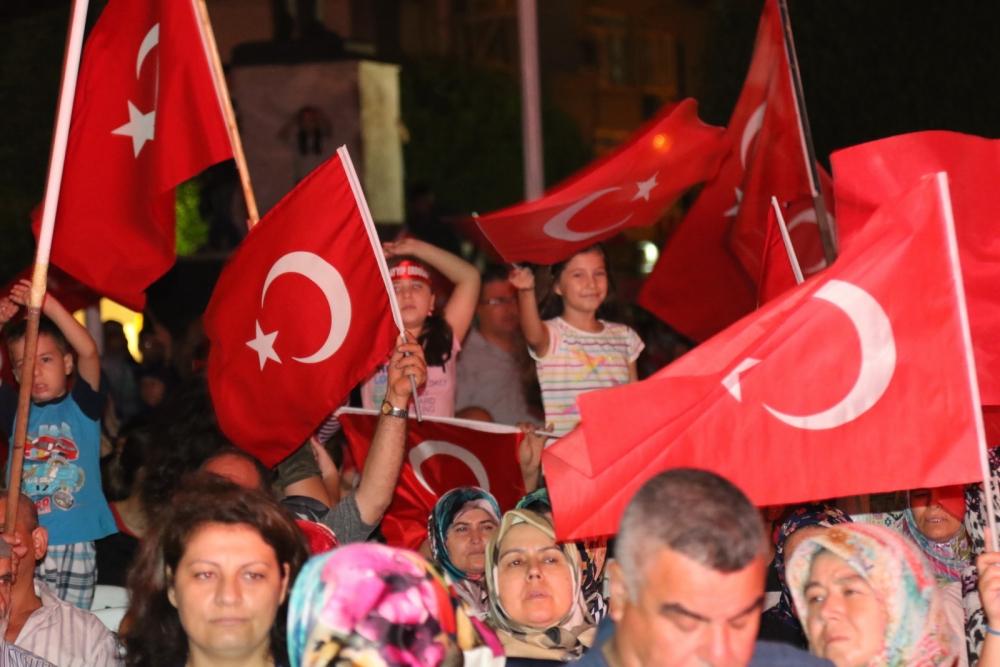 Akhisar'da demokrasi nöbetinin 19.günü 20