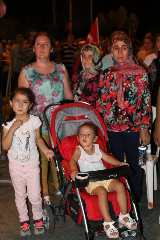 Akhisar'da demokrasi nöbetinin 19.günü 24