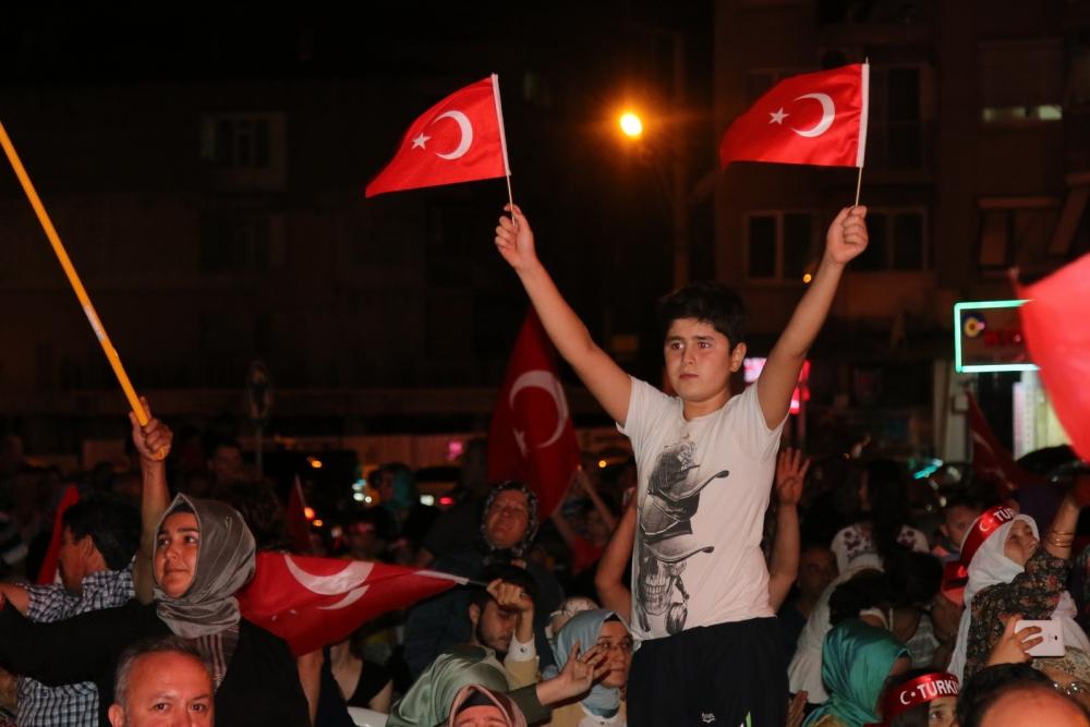 Akhisar'da demokrasi nöbetinin 19.günü 36