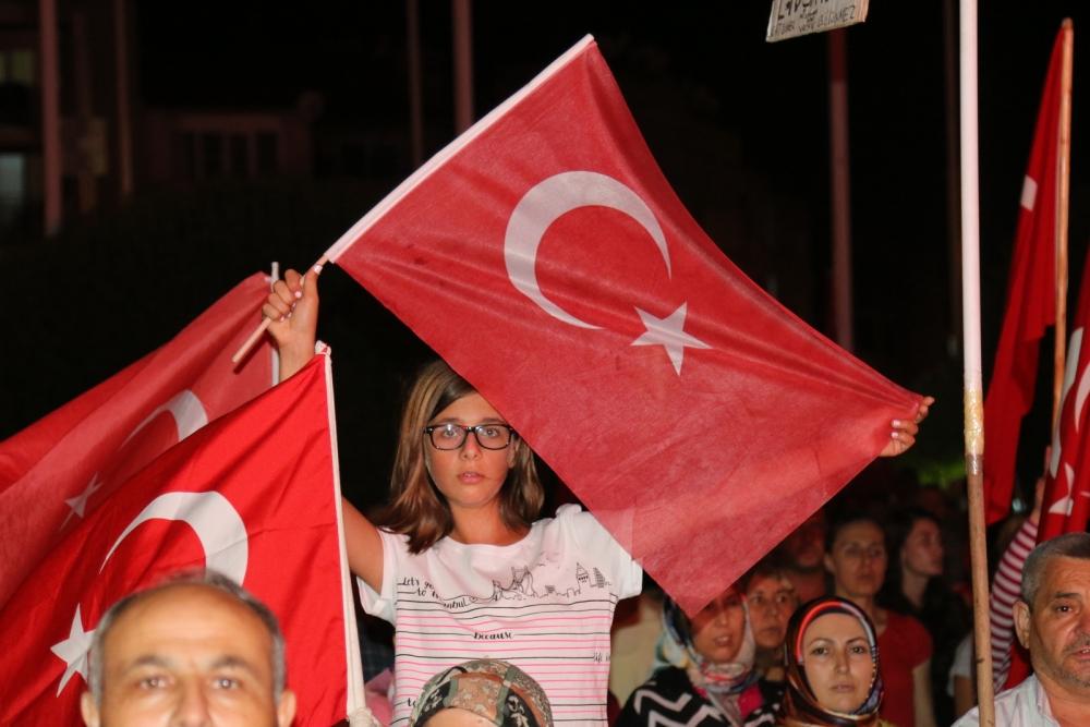 Akhisar'da demokrasi nöbetinin 19.günü 37