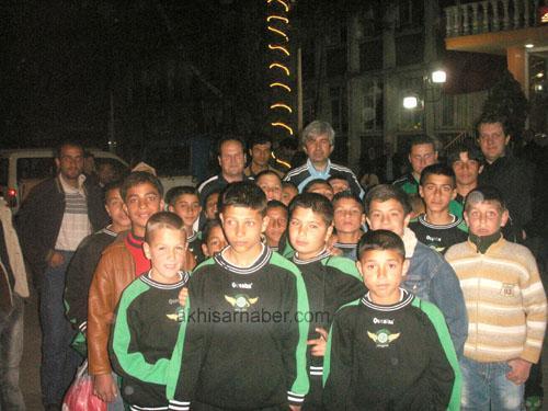 Akhisar Belediyesinden Şifo Mehmet İle Futbol Okuluna Ziyaret