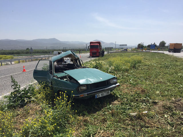 Akhisar - Gölmarmara Kavşağında Feci Kaza; 1 Yaralı