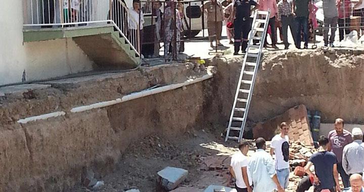 Akhisar'da inşaat çöktü 4 işçi yaralandı