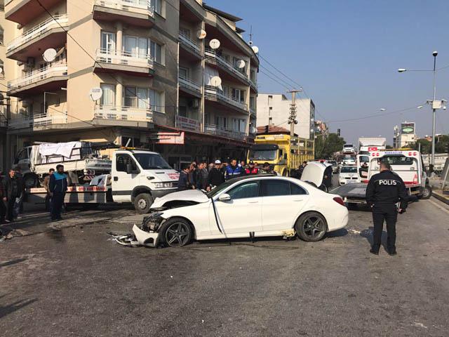 Akhisar'da feci kaza; 4 yaralı