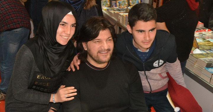 Yazar Ahmet Şafak, Akhisarlı okurlarıyla buluştu