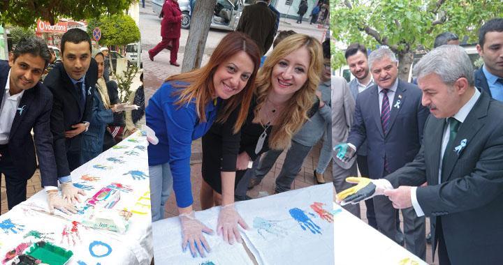 Akhisar'da Renkli Eller Otizmin Farkında etkinliği düzenlendi