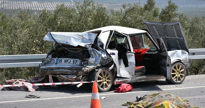Akhisar'da feci kaza 1 ölü 1 yaralı