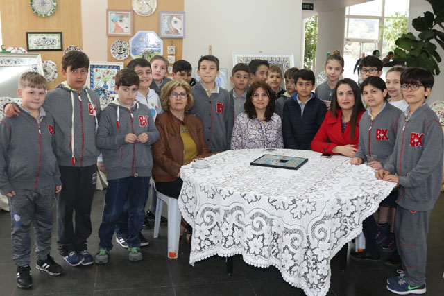 Bahçeşehir Koleji öğrencileri Çini sergisini ziyaret etti