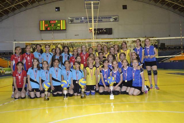 23 Nisan Mini Voleybol turnuvası yapıldı