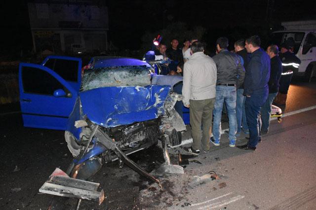 Akhisar'da otomobil tankere çarptı; 1 ağır yaralı