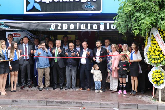 Özpolatoğlu, Akhisar'da bir haftada ikinci mağazasını açtı