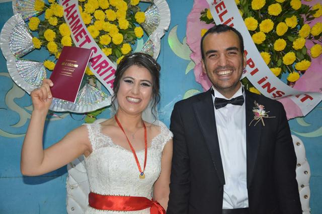 Görkemli bir düğün ile dünya evine girdiler