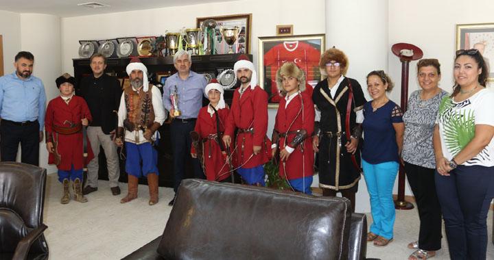 Akhisarlı okçulardan Belediye Başkanı Salih Hızlı'ya teşekkür