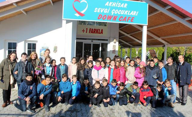 Misak-ı Milli Ali Şefik İlkokulu 4-E sınıfı, Down Cafe'yi ziyaret etti